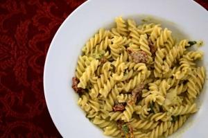 pasta-pesto-tomates-scamorza2
