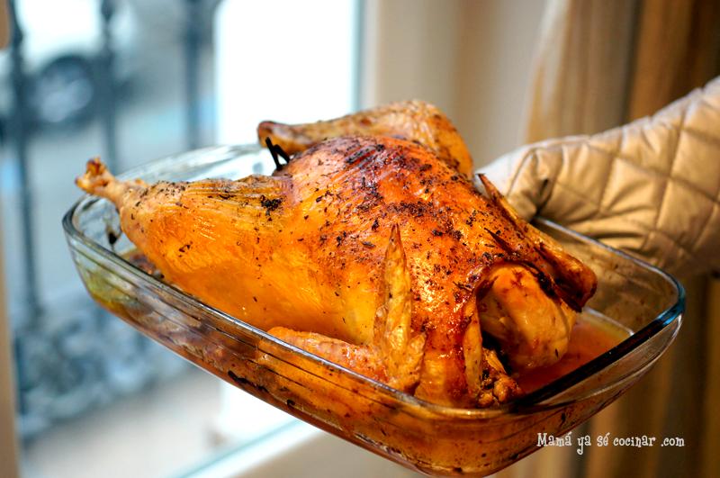 Pollo relleno de manzana y ciruelas